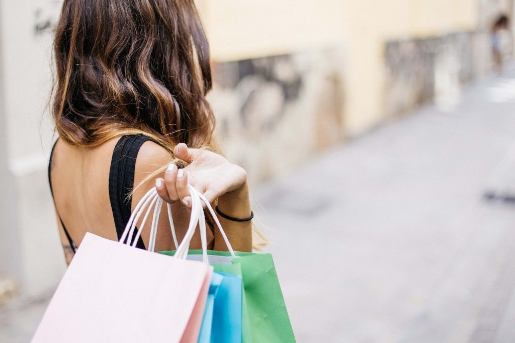 woman, shopping, lifestyle-3040029.jpg
